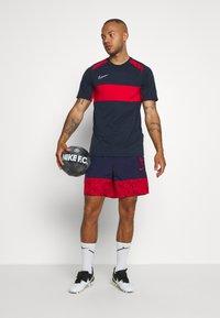 Nike Performance - FRANKREICH FFF SHORT - Pantalón corto de deporte - blackened blue/university red - 1
