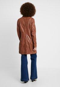 Gipsy - SELMA - Short coat - cognac - 2