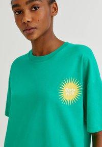 PULL&BEAR - Print T-shirt - light green - 3