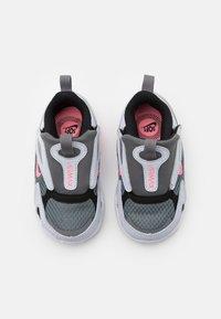 Nike Sportswear - AIR MAX BOLT UNISEX - Trainers - smoke grey/metallic silver/football grey - 3