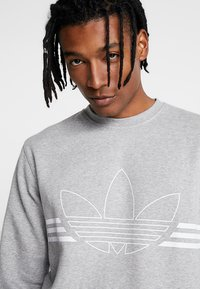 adidas Originals - OUTLINE PULLOVER - Sudadera - medium grey heather - 3
