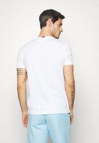 Tommy Hilfiger - POCKET TEE - Basic T-shirt - white - 2