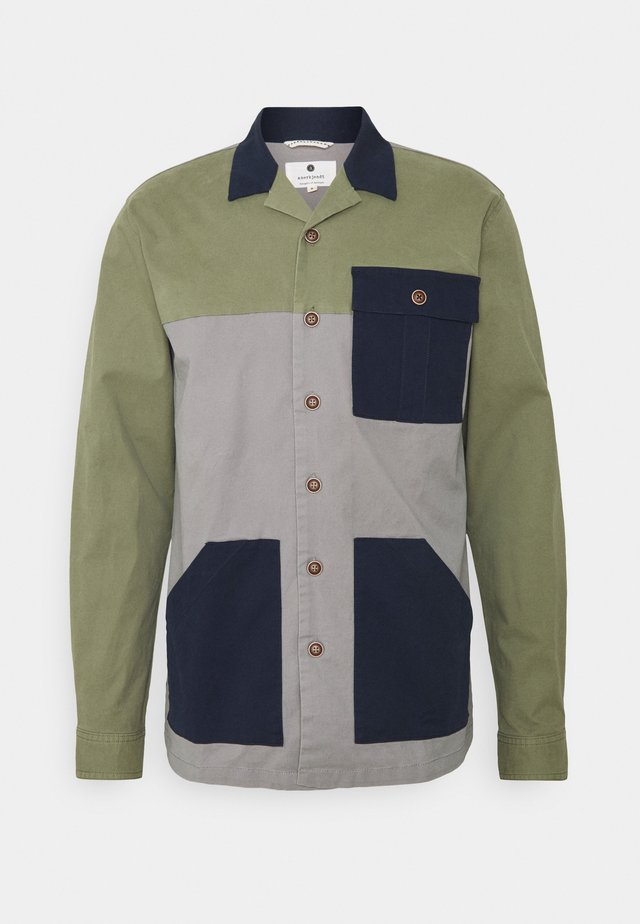 AKCUBA BLOCK - Camicia - vineyard green