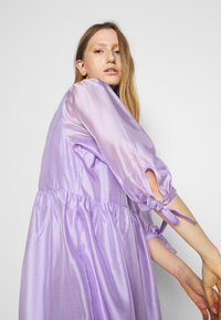 DESIGNERS REMIX - ENOLA WRAP DRESS - Robe d'été - lavender - 3