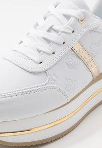 Guess - DAFNEE - Sneakersy niskie - white - 2