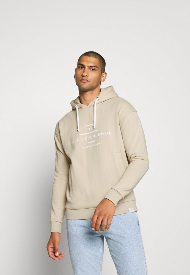 HOODED - Hoodie - natural