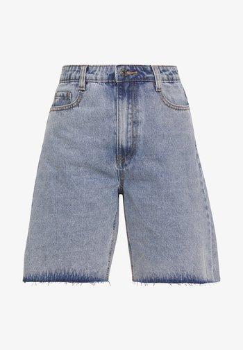 Shorts di jeans