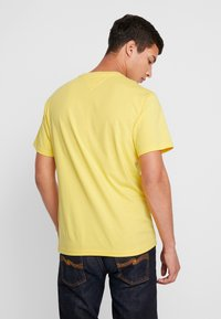 Tommy Jeans - SMALL LOGO TEE - Print T-shirt - aspen gold - 2