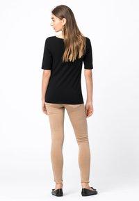 HALLHUBER - Basic T-shirt - schwarz - 2