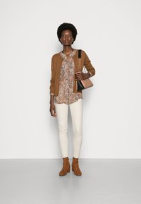 Thought - POLLIE BUTTON FRONT CARDIGAN - Kardigan - toffee brown - 1