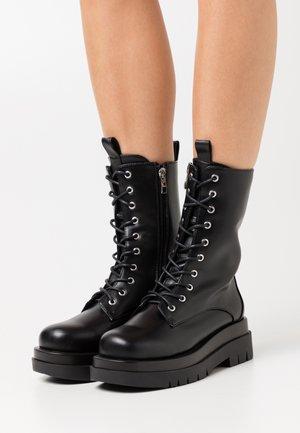 DAHLIA - Kotníkové boty na platformě - black