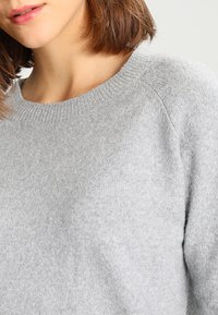 Vero Moda - VMDOFFY O NECK - Jumper - light grey melange - 3