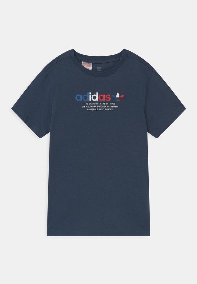 TRI COLOUR LOGO UNISEX - Print T-shirt - crew navy