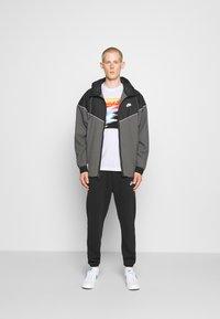 Nike Sportswear - TEE SUMMER PHOTO - Print T-shirt - white - 1