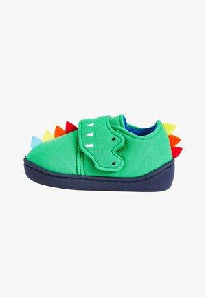 První boty - green