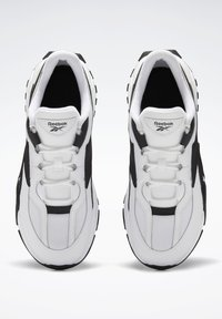Reebok Classic - EVZN SHOES - Joggesko - white - 2