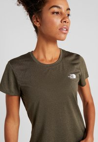 The North Face - WOMENS REAXION CREW - Basic T-shirt - green heather