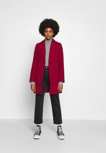 Klasyczny płaszcz - dark red