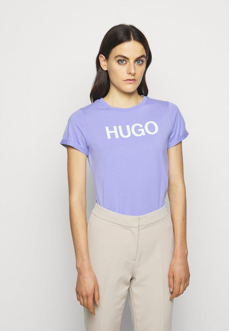 HUGO - THE SLIM TEE - Print T-shirt - pastel purple