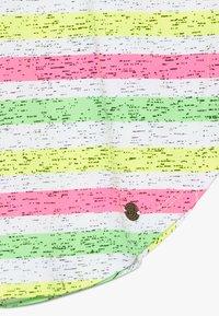 Vingino - ILENE - Print T-shirt - neon pink - 4