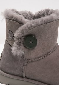 UGG - BAILEY - Støvletter - grey - 5