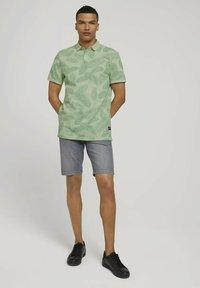 TOM TAILOR DENIM - Polo shirt - mint palm leaves print - 1