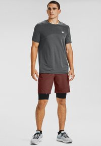 Under Armour - VANISH SHORTS - kurze Sporthose - red - 1