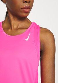 Nike Performance - RACE SINGLET - Topper - hyper pink - 5