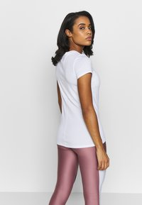 Under Armour - T-shirt basique - white/metallic silver - 2
