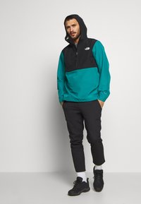 The North Face - MEN'S ARQUE JACKET - Hardshellová bunda - fanfare green/black - 1