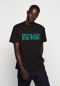 Versace Jeans Couture - LOGO - T-shirt imprimé - black - 0