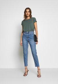 American Eagle - MOM - Jeans slim fit - faded indigo - 1