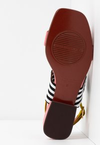 Chie Mihara - TIDA - Sandals - cherry/rojo/curry - 6