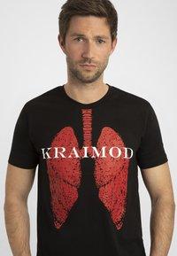 Apart - MIT DRUCK - T-shirt imprimé - schwarz - 3