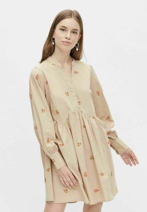 Vestido camisero - beige