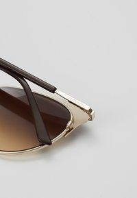 Calvin Klein - Sluneční brýle - brown - 2
