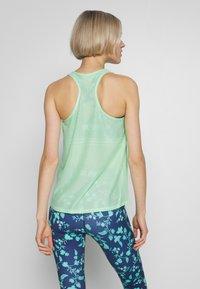 ONLY Play - LOOSE TRAINING TANK - Camiseta de deporte - green ash - 2