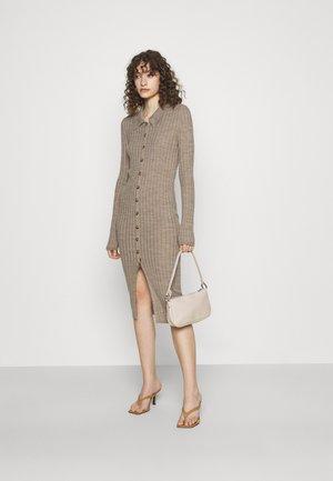 VITINA  BUTTON DRESS - Strikket kjole - mottled beige
