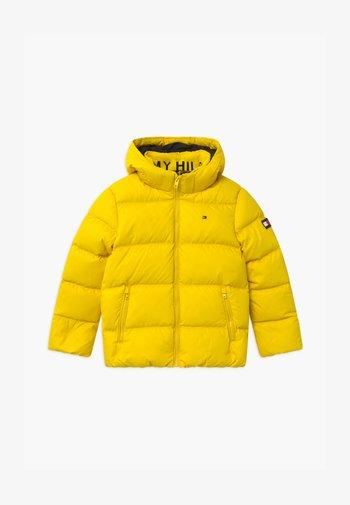 ESSENTIAL  - Gewatteerde jas - yellow