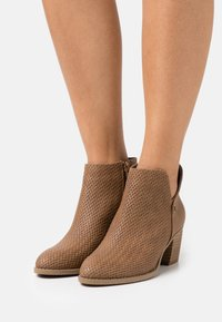 Call it Spring - LUCILLE - Ankle boots - cognac - 0