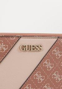 Guess - CAMY DOUBLE ZIP CROSSBODY - Across body bag - cinnamon/multi - 4