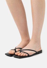 Monki - T-bar sandals - black dark - 0
