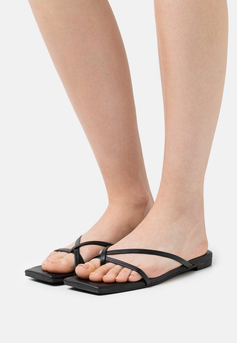 Monki - T-bar sandals - black dark