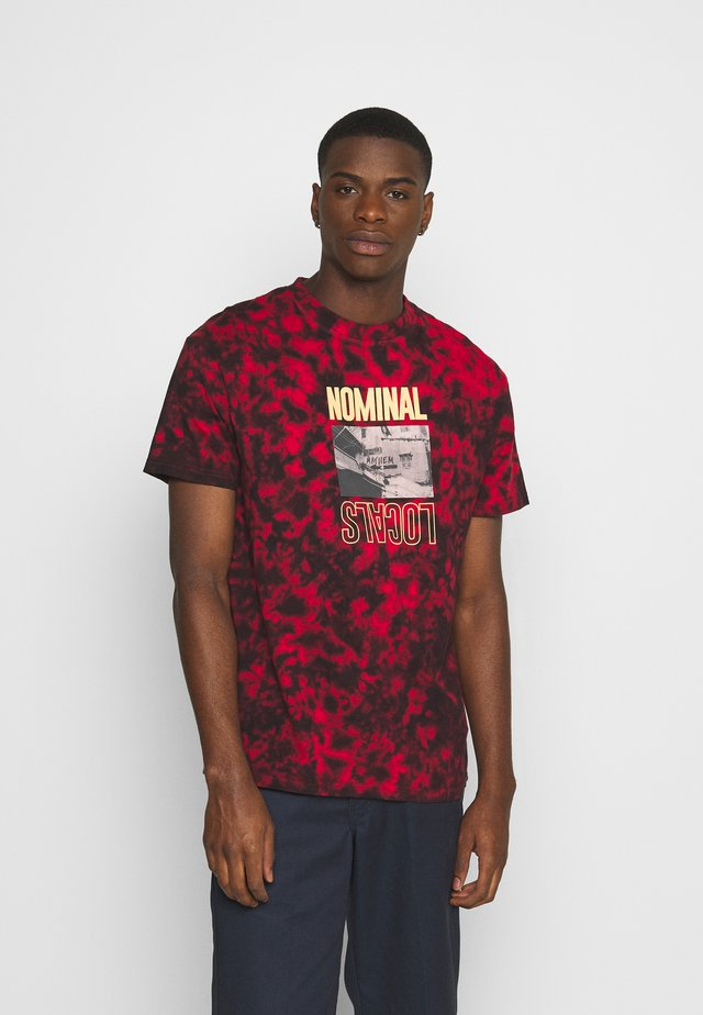 LOCALS TEE - T-shirt med print - red