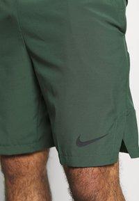 Nike Performance - Pantalón corto de deporte - galactic jade/black - 4