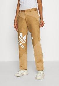 adidas Originals - SUIT PANT - Trousers - cardboard - 0