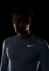 Nike Performance - ULTRA - Funktionsshirt - indigo fog/football grey - 4