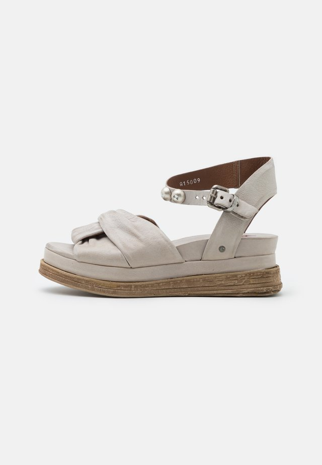 Sandalen met plateauzool - grigio