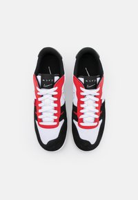Nike Sportswear - SQUASH TYPE - Sneakers basse - white/black/university red