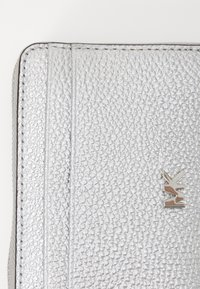 MICHAEL Michael Kors - COIN CARD CASE - Wallet - silver-coloured - 3